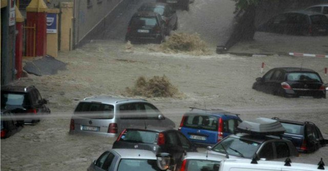 """Alluvione Genova, gli esperti: """"Meno giorni di pioggia, ma stesso volume d'acqua"""""""