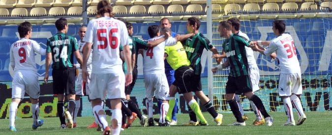 Arbitro di calcio, mestiere pericoloso: in Italia più di una aggressione al giorno