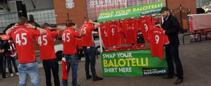 Mario Balotelli, a Liverpool maglie di Fowler e Rush in cambio della n. 45