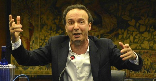 """Alluvione Genova, Benigni: """"Una piaga che viene dagli uomini, non da dio"""""""
