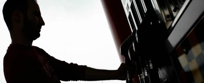 """Carburanti, Assopetroli: """"Prezzo più alto rispetto a media Ue solo per le tasse"""""""
