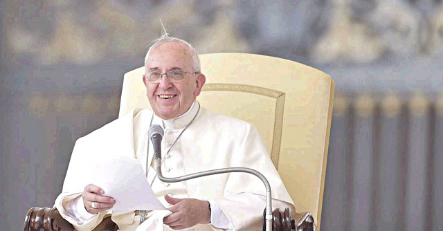 """Paolo VI beato, Bergoglio: """"Instancabile apostolo"""". Con Francesco anche Ratzinger"""