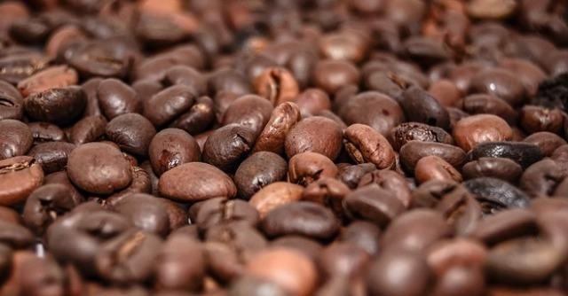 """Caffè: storia, aneddoti e amatori illustri della """"bevanda di Satana"""". Da Bach a Lynch"""