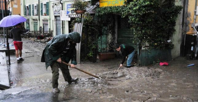 """Alluvione Genova, le testimonianze dei cittadini: """"Stanotte ho perso tutto"""""""