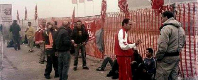Ferrara, 14 facchini licenziati alla Mirror: proteste di Cobas e centri sociali