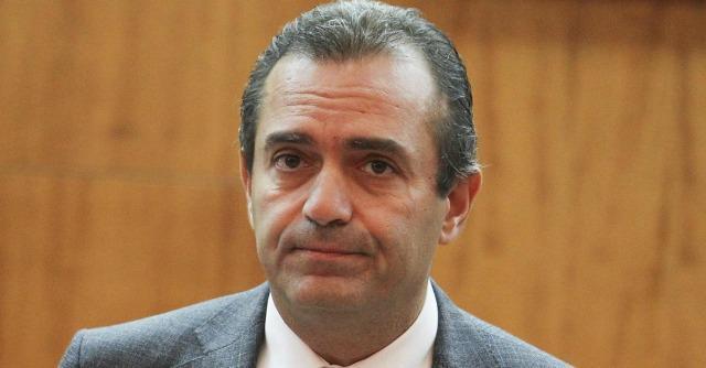 Luigi de Magistris, sospensione effettiva. Le funzioni passate al vice sindaco