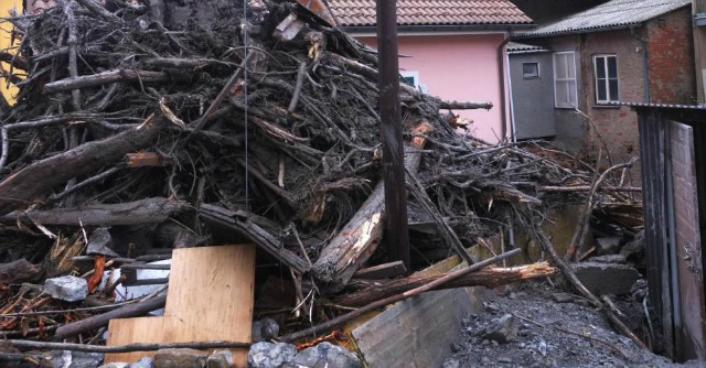Genova, dopo alluvione è scontro tra Doria e Burlando anche su emergenza rifiuti