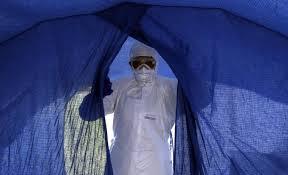 Ebola, l'esclusiva di Servizio Pubblico: diario di un'epidemia