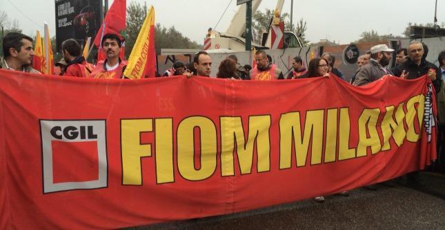 """Vertice Ue Milano, Merkel: """"Jobs act passo importante"""". Mentre fuori cortei e proteste"""