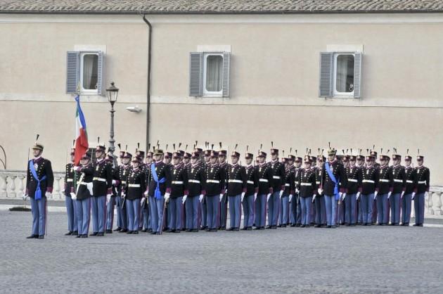 Giornata delle Forze Armate, cambio della guardia e banda musicale dei Carabinieri al Quirinale