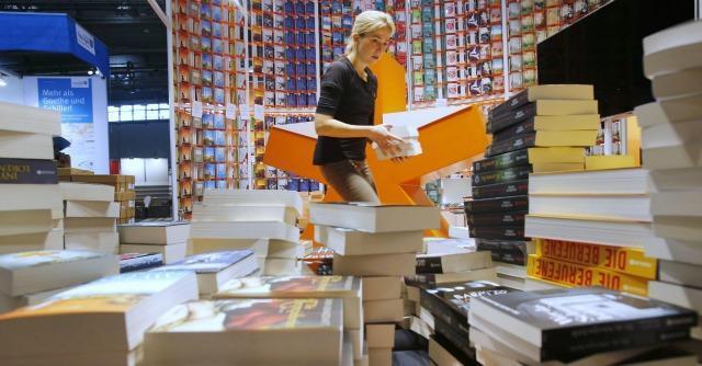 Fiera di Francoforte: libri cartacei meglio degli e-book. I lettori italiani? In calo
