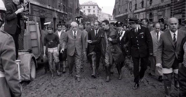 """""""Io, angelo del fango, scavai nella melma di Genova l'8 ottobre 1970 e diventai uomo"""""""