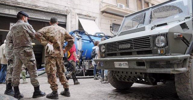 Alluvione Genova: treni ko, A7 chiusa, voli in tilt. Inchiesta per disastro colposo