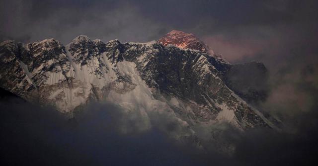 """Nepal, tempesta di neve sull'Himalaya. Fonti locali: """"Circa 50 morti"""""""
