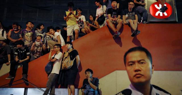 """Hong Kong, """"mafiosi attaccano gli studenti"""". Stop dialogo: 19 arresti, 18 feriti"""