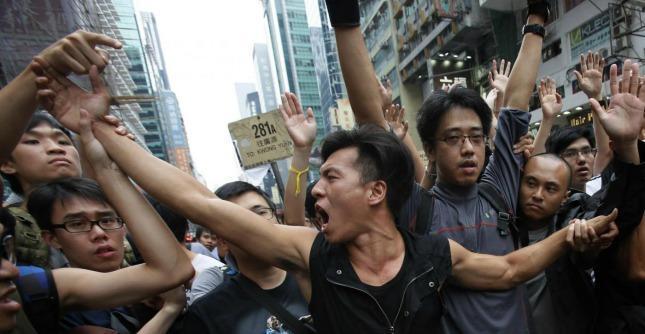 """Hong Kong, """"possibile azione della polizia per sgombrare le strade"""""""
