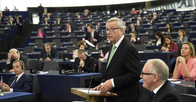 Ue, ok del Parlamento Europeo alla commissione Juncker: 423 sì, 209 no