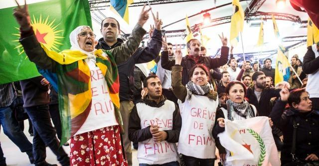 """Isis, proteste in tutta europa in favore dei curdi: """"L'Ue faccia qualcosa per Kobane"""""""
