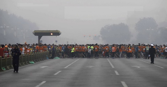 Maratona di Pechino, 30mila partecipanti (con maschera antismog). Gallery