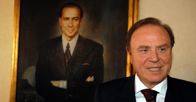Mediolanum diventa banca e il condannato Berlusconi deve vendere la sua parte