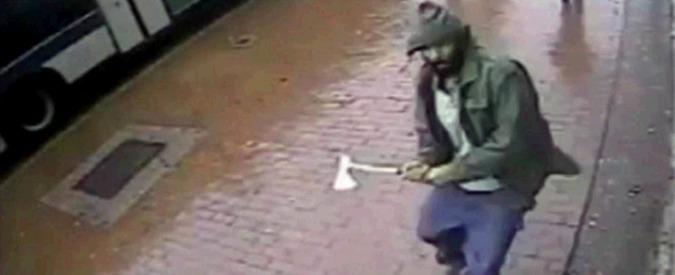 """New York, aggredisce poliziotti con accetta: """"Vicino a estremismo islamico"""""""