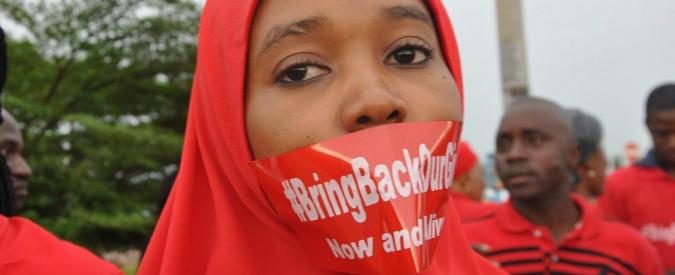 """Boko Haram, altre 60 liceali rapite in Nigeria: """"Hanno ucciso e bruciato case"""""""