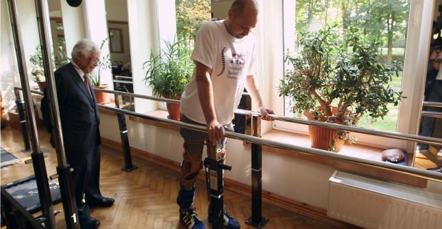"""Trapianti, """"uomo paralizzato torna a camminare dopo impianto cellule dal naso"""""""