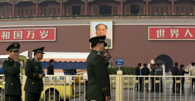 Cina, ispezione anale a 10mila colombe: misure di sicurezza per la festa nazionale