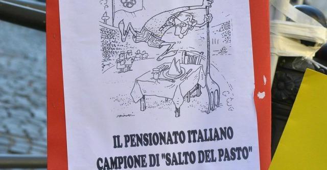 Legge di Stabilità, governo Renzi studia tagli a assegni sociali e pensioni minime