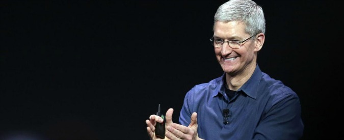 "Tim Cook: ""Orgoglioso di essere gay"". Coming out del numero uno Apple"