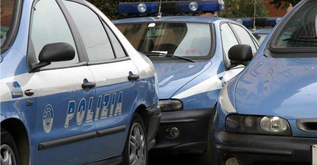 """Cremona, proteste del Sap: """"Taglie e colori sbagliati per le divise della polizia"""""""