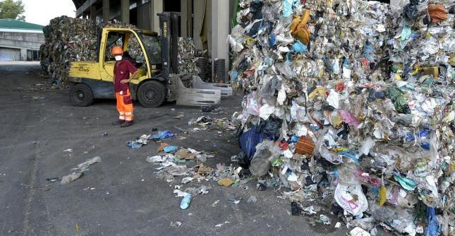 Tassa sui rifiuti, in quattro anni aumentata del 21,96%. 51 euro in più a famiglia