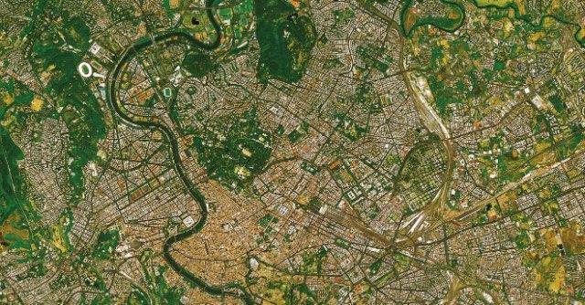 """La Terra fotografata dallo spazio in mostra: """"Bella e fragile come un dipinto"""""""