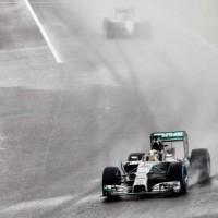 La visibilità sulla pista giapponese. Polemiche per partenza del Gran Premio viste le condizioni meteo