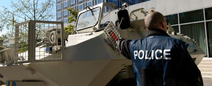 """Isis, arrestati tre iracheni in Svizzera: """"Preparavano attacchi con gas"""""""