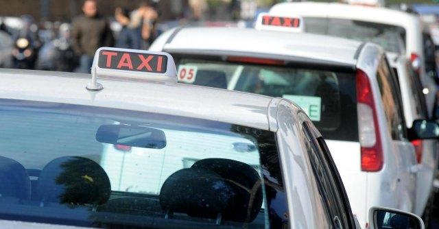 Eztaxi, la app per i tassisti: così gli utenti sapranno dove è l'auto più vicina