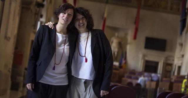 Unioni gay, sindaco di Roma trascrive 16 matrimoni. Cei: 'Presunzione inaccettabile'
