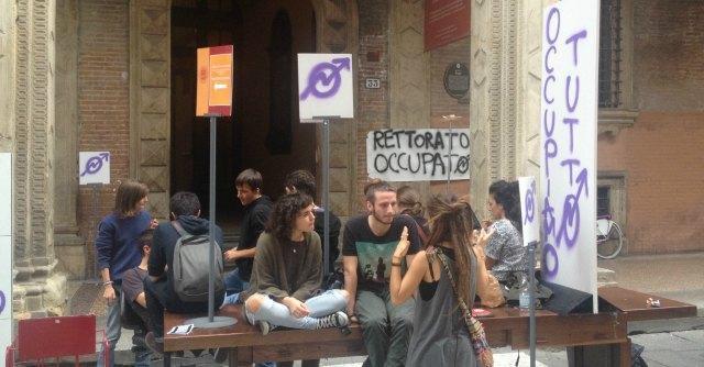 Università Bologna, collettivo Hobo occupa il rettorato