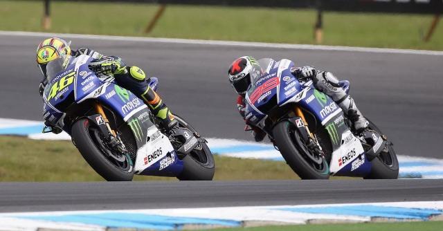 MotoGp, Valentino Rossi trionfa in Australia. Cade Marquez. Lorenzo secondo