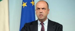 """Migranti, Alfano: """"Lavorino gratis"""". Salvini: """"Ministro da scafista a schiavista"""""""