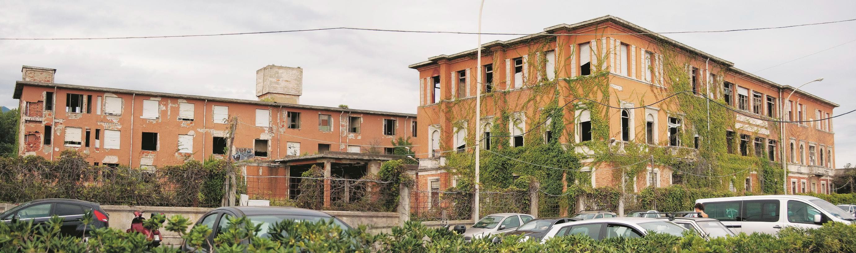PRIMA. Ex-Colonia Ettore Motta/Edison a Marina di Massa (MC).  (Foto di Marco Mirko Nani)  Sul Fatto Quotidiano di lunedì 8 settembre 2014