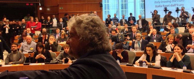 "M5s, Grillo a Bruxelles lancia referendum Euro: ""Germania? Ci ha imposto Jobs act"""