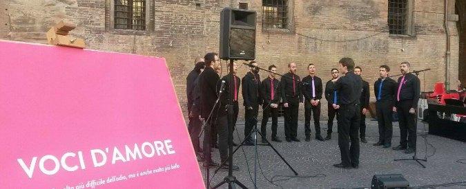 Komos, primo coro gay d'Italia: sfrattato dalla curia, suona nella chiesa evangelica