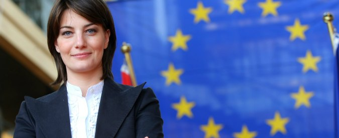 """Europee, Comi rinuncia al seggio: """"Per difendermi da accuse"""". Ex addetto stampa: """"Spese elettorali in contanti"""""""