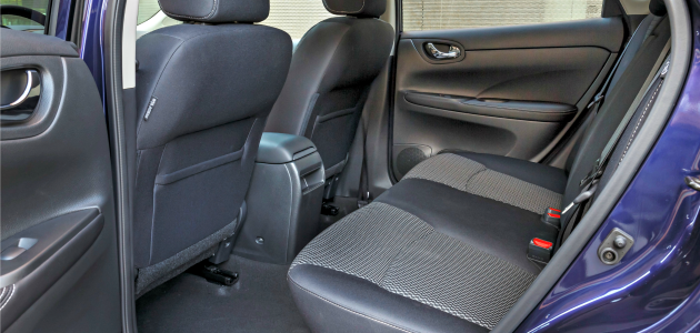 Nissan Pulsar spazio gambe passeggeri posteriori