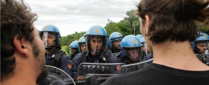 Polizia, chi denuncia paga. Segnala rischio amianto, a Genova trasferito sindacalista