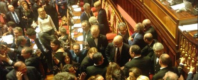 """Sblocca Italia è legge. Ok alla fiducia tra le proteste M5S: """"Regalo a petrolieri"""""""