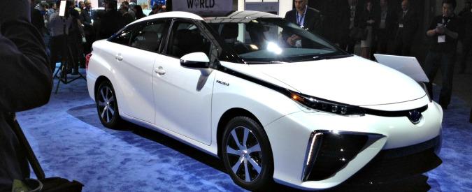 Los Angeles, il Salone dell'idrogeno. Toyota e Volkswagen lanciano la sfida