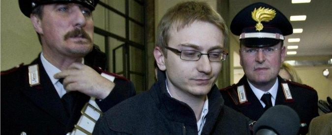 """Delitto Garlasco, """"graffi sul braccio di Alberto Stasi"""" ma non ci sono le foto"""