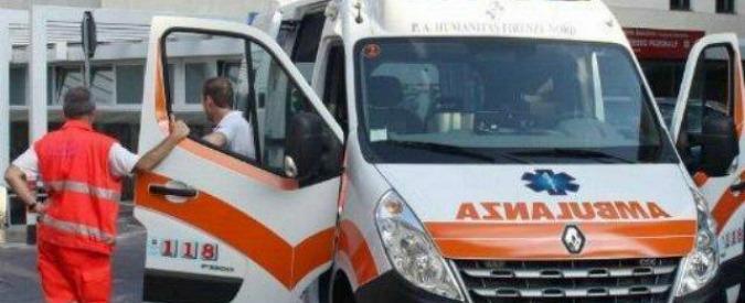 Milano, uomo si dà fuoco in strada e muore. Inutile il tentativo di un vicino di salvarlo